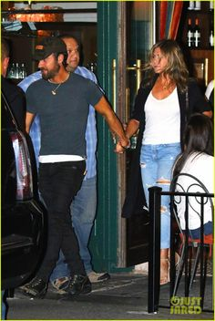 Full Sized Photo of jennifer aniston justin theroux hold hands on date night 04 Justin Theroux Jennifer Aniston, Celebrity Couples, Celebrity Style, Jen And Justin, Hold Hands, Queen, Celebs, Celebrities, My Wardrobe