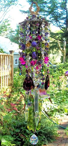 chimes in the wind Crystal Wind Chimes, Blowin' In The Wind, She Sheds, Crystal Design, Glass Garden, Garden Crafts, Suncatchers, Yard Art, Windmill