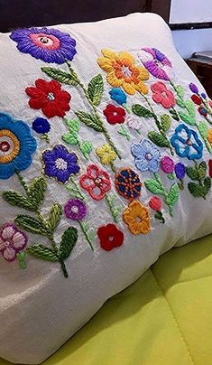 Cushion Embroidery, Crewel Embroidery Kits, Hand Embroidery Designs, Ribbon Embroidery, Cross Stitch Embroidery, Embroidery Patterns, Embroidery Needles, Embroidery Alphabet, Mexican Embroidery
