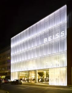 This limited competition to design the new headquarters of the fashion house Reiss was won with a provocative idea about representation and display. The building would need to function as an icon for the Reiss brand, on a site in Barrett Street direct