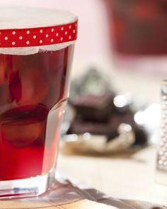 Zure krieken ideaal in deze originele confituur met chocolade. Perfect om in de zomer te maken, en nog een heel jaar van te genieten!