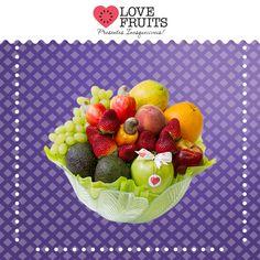 #DoceFruteira Delicada fruteira lisa abriga maçãs, avocados, cajus, uva, pêssego, mamão papaia, laranja e morangos! Lindo presente!   Presenteie quem você ama: http://www.lovefruits.com.br/