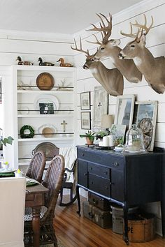 Home Tour - Circa 1934 rustic-dining-room. I could do without the deer heads, though. Source by Eclectic Home Tour - Circa 1934 rustic-dining-room. I could do without the deer heads, though. Source by Deer Mount Decor, Deer Head Decor, Taxidermy Decor, Faux Taxidermy, Trophy Rooms, Living Room Decor, Dining Room, Sweet Home, Interior Design