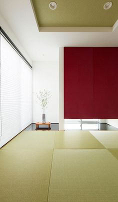 特徴的な吊押入れと床の間がモダンな和室。 Washitsu, Meditation Corner, Zen Room, Minimalist, Cabinet, Modern, Furniture, Home Decor, Ceiling