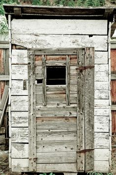 outhouse door - peek-a-boo & There is no standard for door design for an outhouse. The well ... Pezcame.Com