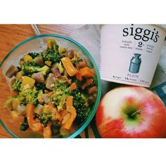 Desk lunch life - leftover spicy veggie curry with quinoa, picked up some @siggisdairy yogurt @wholefoodsnyc to eat with it (because I can't eat curry without yogurt #indian)   brought an apple for dessert! #happydesklunch #Padgram