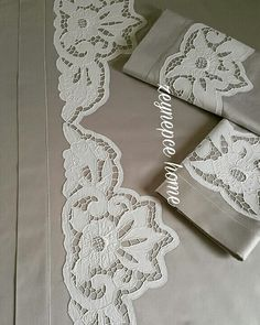 Beyaz iş nevresim takimi Cutwork Saree, Cutwork Embroidery, Lace Applique, Pillowcase Pattern, Cut Work, Vintage Country, Lace Fabric, Crochet Flowers, Clothing Patterns