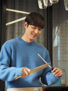 青い海の伝説 レア画像いっぱい衛視中文台&イミンホは大スターなのに純粋な心の持ち主~Kstyle | Minho!ファイティン! Legend Of The Blue Sea Kdrama, Legend Of Blue Sea, Jung So Min, Boys Over Flowers, Asian Actors, Korean Actors, Lee Min Ho Instagram, Heo Joon Jae, Lee Min Ho Smile