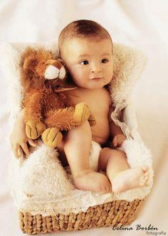 Hermoso bebé con su león de peluche.  #foto #Aguascalientes