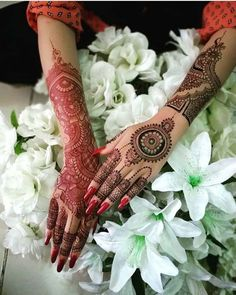 Amazing Back Hand Mehndi Designs are on this page. Mehndi is the important part of every function of Girls and Women. New Mehndi Designs 2018, Latest Bridal Mehndi Designs, Back Hand Mehndi Designs, Mehndi Designs For Fingers, Mehandi Designs, Tattoo Designs, Foot Henna, Hand Henna, Mandala Wolf