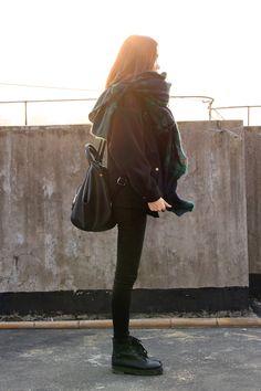 magikyul:  her scarf looks so cosy #kfashion