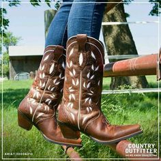 Ariat Women's Sonora Boot in Bitterwater Brown Cowgirl Chic, Western Chic, Cowgirl Style, Cowgirl Boots, Western Boots, Country Wear, Country Outfits, Country Girls, Country Style