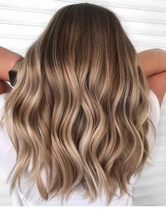 37 Beautiful Ideas To Freshen Up Your Hair Color With Highlights brown hair balayage chocolate hair color caramel hair color blonde hair color Hair Color Highlights, Ombre Hair Color, Hair Color Balayage, Balayage Hair Light Brown, Dark Blonde Hair With Highlights, Blonde With Brown Lowlights, Balayage Brunette To Blonde, Blonde Balayage Highlights On Dark Hair, Balyage Hair