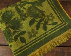 1960s floral bath towel - Green and yellow 1960s bath towel
