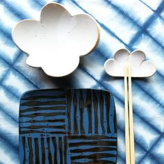 Ceramics and Shibori Tablecloath by Sarita Koivukoski Finland