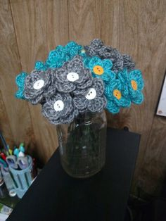 Crocheted flowers for favors. Free pattern from Repeat Crafter Me