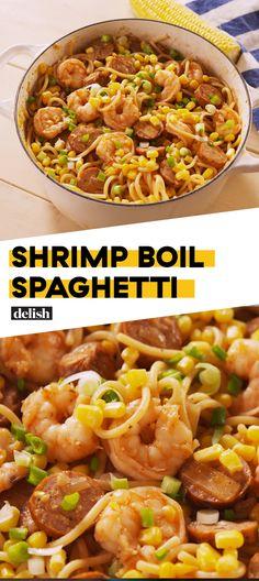 Shrimp Boil Spaghetti Is WAY Easier Than Making An Actual Shrimp BoilDelish Los espaguetis hervidos con camarones son MUCHO … Shellfish Recipes, Shrimp Recipes, Pasta Recipes, Dinner Recipes, Cooking Recipes, Healthy Recipes, Dinner Ideas, Shrimp Dishes, Pasta Dishes