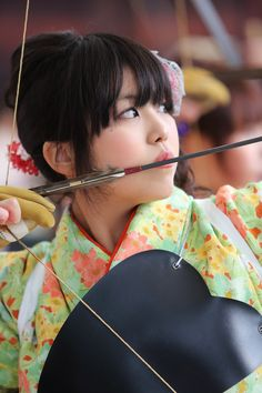 Hit the target ! Hit the target ! Traditional Japanese Art, Traditional Archery, Japanese Beauty, Japanese Girl, Asian Beauty, Bow Hunting Women, Samurai, Archery Girl, Minions