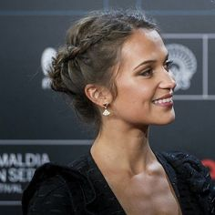 Alicia Vikander - All For Bride Hair Style Side Braid Hairstyles, Funky Hairstyles, Celebrity Hairstyles, Wedding Hairstyles, Evening Hairstyles, Casual Hairstyles, Medium Hairstyles, Everyday Hairstyles, Alicia Vikander Style