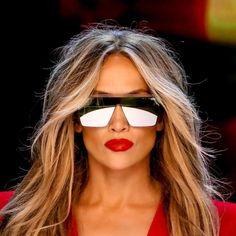 Celebrity Flat Top Sunglasses Coloured Pixie Cut, Colored Curly Hair, Tony Bowls, Jane Birkin, Mac Duggal, Atelier Versace, Short Pixie, Short Hair Cuts, Zac Posen