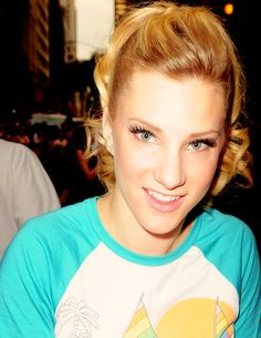 Flawless dancer Heather Morris. Love those sweet eyes!