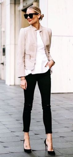 Work Outfit Ideas Gallery 38 comfortable work outfit ideas to wear this winter chic Work Outfit Ideas. Here is Work Outfit Ideas Gallery for you. Work Outfit Ideas 1 month of work outfit ideas professional work office wear. Casual Work Outfits, Mode Outfits, Work Attire, Work Casual, Classy Casual, Chic Outfits, Work Outfits Women Winter Office Style, Casual Blazer, Casual Chic Summer