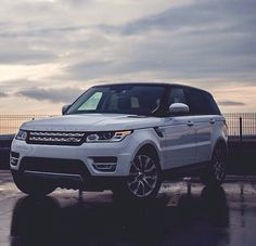 Cool Cars luxury White Range Rover… with the wind Check more at autoboar… Range Rover Auto, Range Rover 2017, Range Rover White, Range Rover Evoque, Rr Evoque, Rolls Royce, Dream Cars, My Dream Car, Fancy Cars