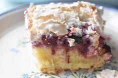 Det er brombærsæson lige nu og vi er bare SÅ heldige, for bæ Danish Dessert, Snack Recipes, Snacks, Cakes And More, Cake Cookies, Cookie Dough, Recipies, Muffin, Food And Drink