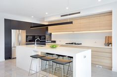 Stunning contemporary kitchen design featuring polytec Natural Oak Ravine. http://www.polytec.com.au/colour/natural-oak/                                                                                                                                                                                 More