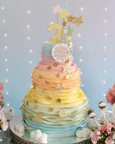 "656 curtidas, 4 comentários - Sra. Festa (@srafesta) no Instagram: ""Bolo tema little twinkle stars por @marianafrancojunqueira e decor @deboradoll !!! #srafesta #cake…"""
