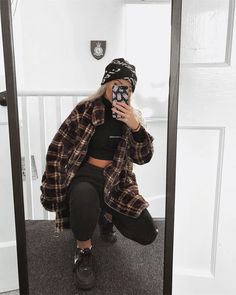 I'm sick of the cold, summer where you at Jacket - (outfit on Grunge Outfits, Edgy Outfits, Retro Outfits, Fashion Outfits, Streetwear Mode, Streetwear Fashion, Looks Hip Hop, Cute Comfy Outfits, Mode Hijab