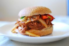 Slimming Eats Pulled Pork Sandwich - dairy free, Slimming World (SP) and Weight Watchers friendly Slow Cooked Pulled Pork, Pulled Pork Recipes, Barbecue Recipes, Barbecue Sauce, Slimming World Dinners, Slimming Eats, Slimming World Recipes, North Carolina Barbecue Recipe, Skinny Recipes