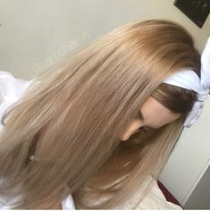 Rooted sandy platinum honey Ash butter blonde hair / solid blonde hair with shadow root / spring 2018 hair