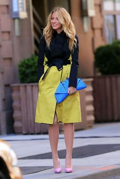 Blake Lively on the set of Gossip Girls March 27 Gossip Girls, Style Gossip Girl, Moda Gossip Girl, Gossip Girl Serena, Gossip Girl Blair, Gossip Girl Outfits, Gossip Girl Fashion, Blake Lively Street Style, Blake Lively Outfits