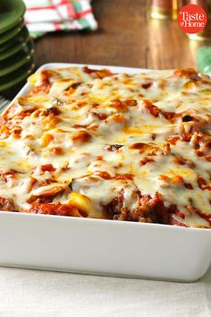 25 Christmas Casserole Recipes to Make in Your Pan Fresh from the oven, these crowd-sized casseroles are jolly, heartwarming and ready to share. Break out the best special casserole recipes for Christmas Eve, appetizer parties, and even Christmas morning. Gourmet Recipes, Beef Recipes, Cooking Recipes, Gourmet Foods, Christmas Buffet, Christmas Parties, Christmas Treats, Christmas Eve, Christmas Morning