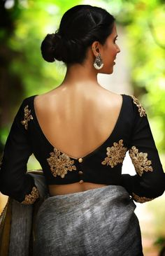 blouse designs latest 21 Uber Cool Sleeveless Blouse Designs Women Must Have in Wardrobe Choli Designs, Choli Blouse Design, Saree Blouse Neck Designs, Saree Blouse Patterns, Choli Back Design, V Neck Blouse, Dress Patterns, Fashion Week, Fashion Models