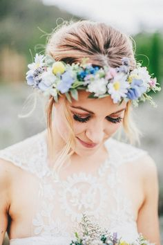 Countryside style floral bridal crown #wedding #bridal hair