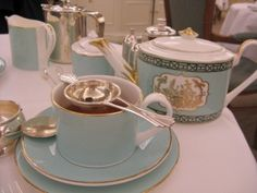 Google Image Result for http://hightea.com/wp-content/uploads/2009/11/High-tea-table-setting-Fortnum-and-Mason-London-England-300x225.jpg