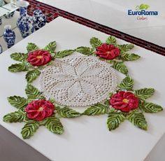 Artesanato com amor...by Lu Guimarães: PAP: Centro de Mesa com Flores em Crochê