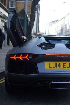 Lamborghini fearmyrise: DARK | CELEBRITY | LUXURY | BLOG I don't like cars but that's sexy