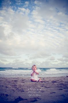 Discover ideas about baby beach pictures Beach Baby Photography, Chicago Photography, Newborn Photography, Family Photography, Baby Beach Pictures, Summer Pictures, Baby Photos, Baby Am Strand, Am Meer
