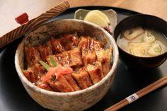 【広島県 アナゴ】廿日市市大野瀬戸でとれるアナゴは,潮流が速いため味が良いとされ,「瀬戸のアナゴ」と称されています。蒲焼きにしたものが巻き寿司の具として利用されるほか,アナゴの出汁で炊きあげた醤油飯に蒲焼きを載せた「アナゴ飯」は廿日市市名産として知られています。 http://www.pref.hiroshima.lg.jp/soshiki/88/1170408902858.html #Hiroshima_Japan #Setouchi
