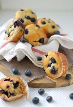 blueberry muffins with greek yogurt and honey/ blueberry muffins met Griekse yoghurt en honing