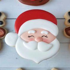 December ❣️ - we love this by Koality Confections -Happy December ❣️ - we love this by Koality Confections - Christmas Sugar Cookies, Christmas Chocolate, Christmas Cupcakes, Decorated Christmas Cookies, Christmas Biscuits, Iced Cookies, Cute Cookies, Santa Cookies, Fox Cookies