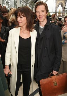 A very happy looking Benedict Cumberbatch arrives for the Burberry Spring/Summer 2016 collection during London Fashion Week. [x/x]