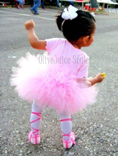 Leila's ballerina costume from Halloween 2010 Baby Ballerina, Ballerina Costume, Kids Witch Costume, Halloween Costumes, Halloween Goodies, Halloween Kids, Kids Tutu, Baby Girl Hairstyles, Hello Holidays