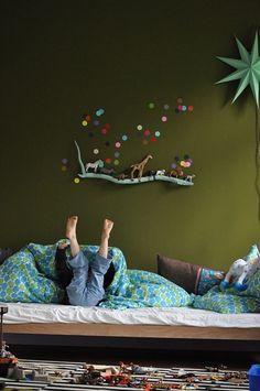 10 Habitaciones infantiles con lunares 10 Kinderzimmer mit Muttermalen The post 10 Kinderzimmer mit Muttermalen & Interior appeared first on Rustic nursery ideas . Casa Kids, Deco Kids, Home And Deco, Kid Spaces, Coloring For Kids, Kids Decor, Kids Bedroom, Bedroom Wall, Master Bedroom