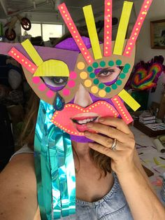 How to make cardboard masks with kids using simple materials. This creative cardboard mask project can be done for anytime fun, Halloween, or pretend play. Older Kids Crafts, Diy Crafts For Kids, Diy Exploding Box, Cardboard Mask, The Mask Costume, Dragon Mask, 3d Paper Art, Paper Mask, Craft Free