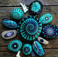 Painted rocks have become one of the most addictive crafts for kids and adults! Want to start painting rocks? Lets Check out these 10 best painted rock ideas below. Pebble Painting, Pebble Art, Stone Painting, Dot Painting, Painting Stencils, Painting Patterns, Stone Crafts, Rock Crafts, Art Pierre
