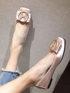 #Fall2021collection #Falloutfits #Fallcollection #FallWear #Autumnwear #fashionintrend #womenfashion #Expressyourself #autumncollection #auntumndress $88.00 $47.83 Fashion Flats, Look Fashion, Fashion Outfits, Badass Style, Only Shoes, All About Shoes, Casual Heels, Party Shoes, Tory Burch Flats